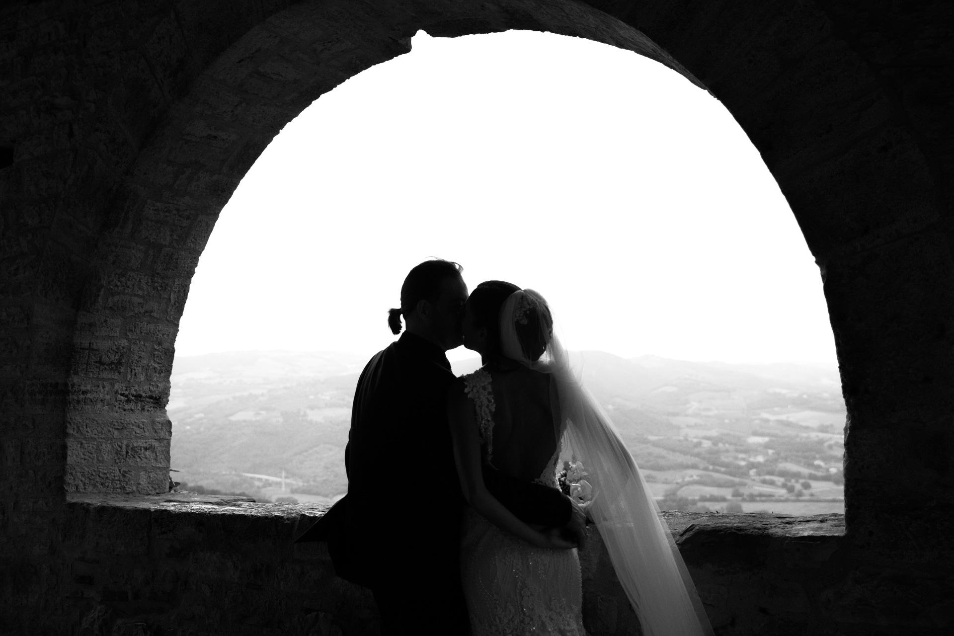 The newlyweds kiss in Todi