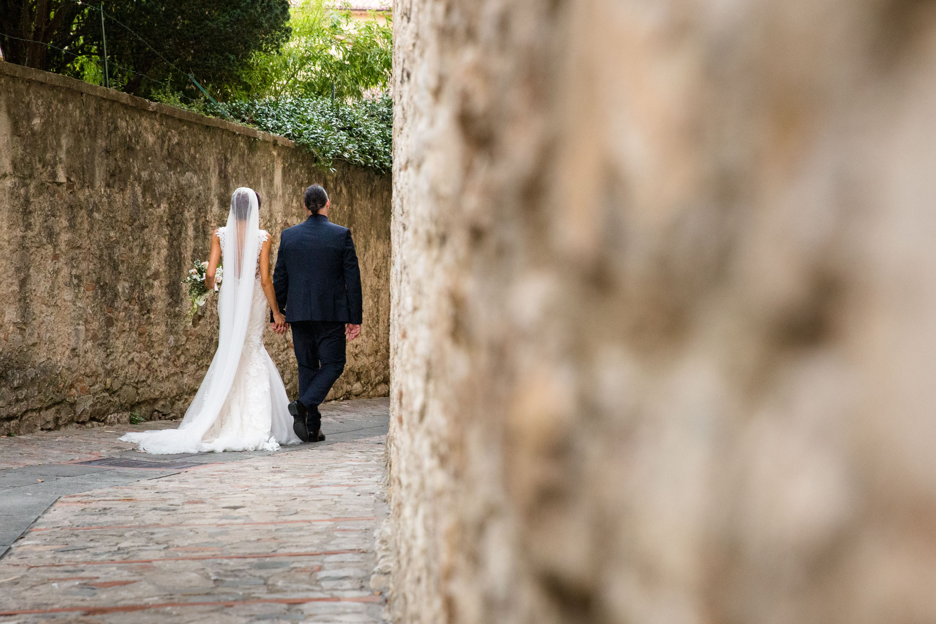 The Spouses stroll in Todi