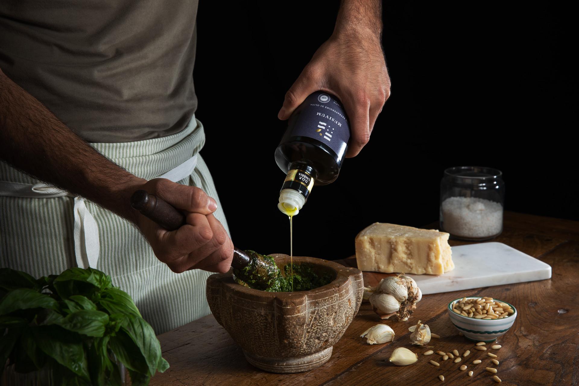 Pesto con pinoli, olio, basilico e parmigiano