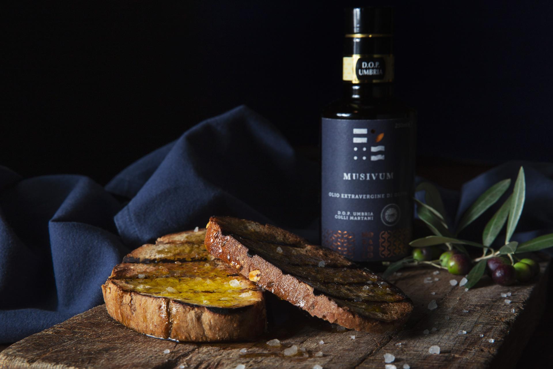 Pane rustico con sale e olio